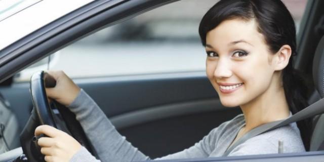wanita menyetir