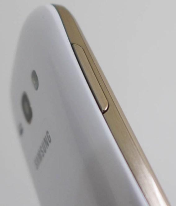 Samsung Galaxy Fame GT-S6810 tampak samping