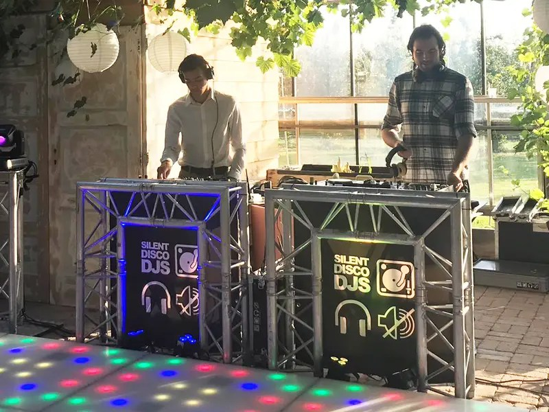 Silent Disco DJs met dansvloer