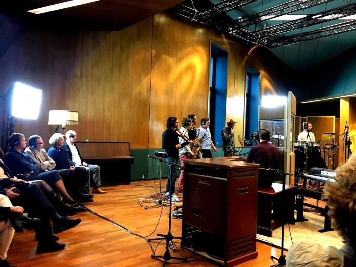Opnames van de Raad van Toezicht in Wisseloord studios silent disco