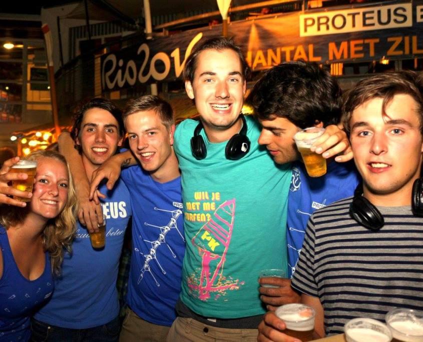 Jaarlijks silent studenten disco roeivereniging Proteus-Eretes Delft