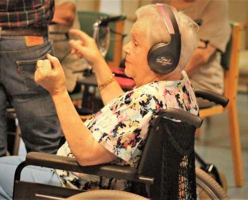 geluksmomentje in de zorg met silent disco en dementie