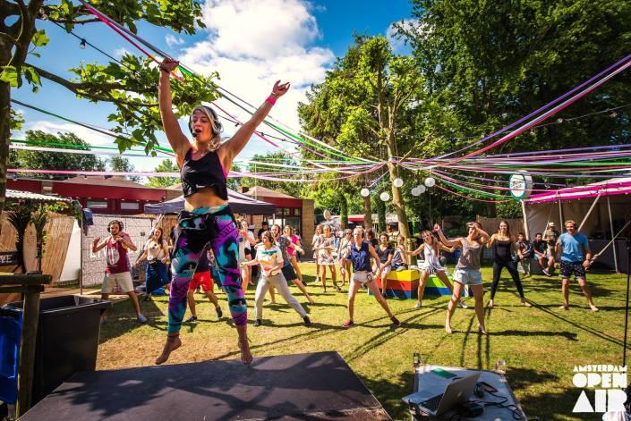 silent-disco-yoga-amsterdam-open-air-AOA
