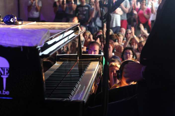 silent stage piano