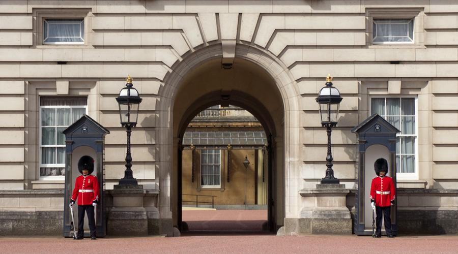 2014_europe-buckingham-palace-guards