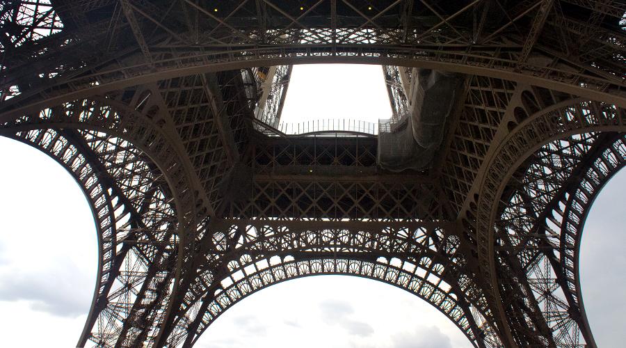 2014-eiffel-tower-paris-france-silentlyfree-03