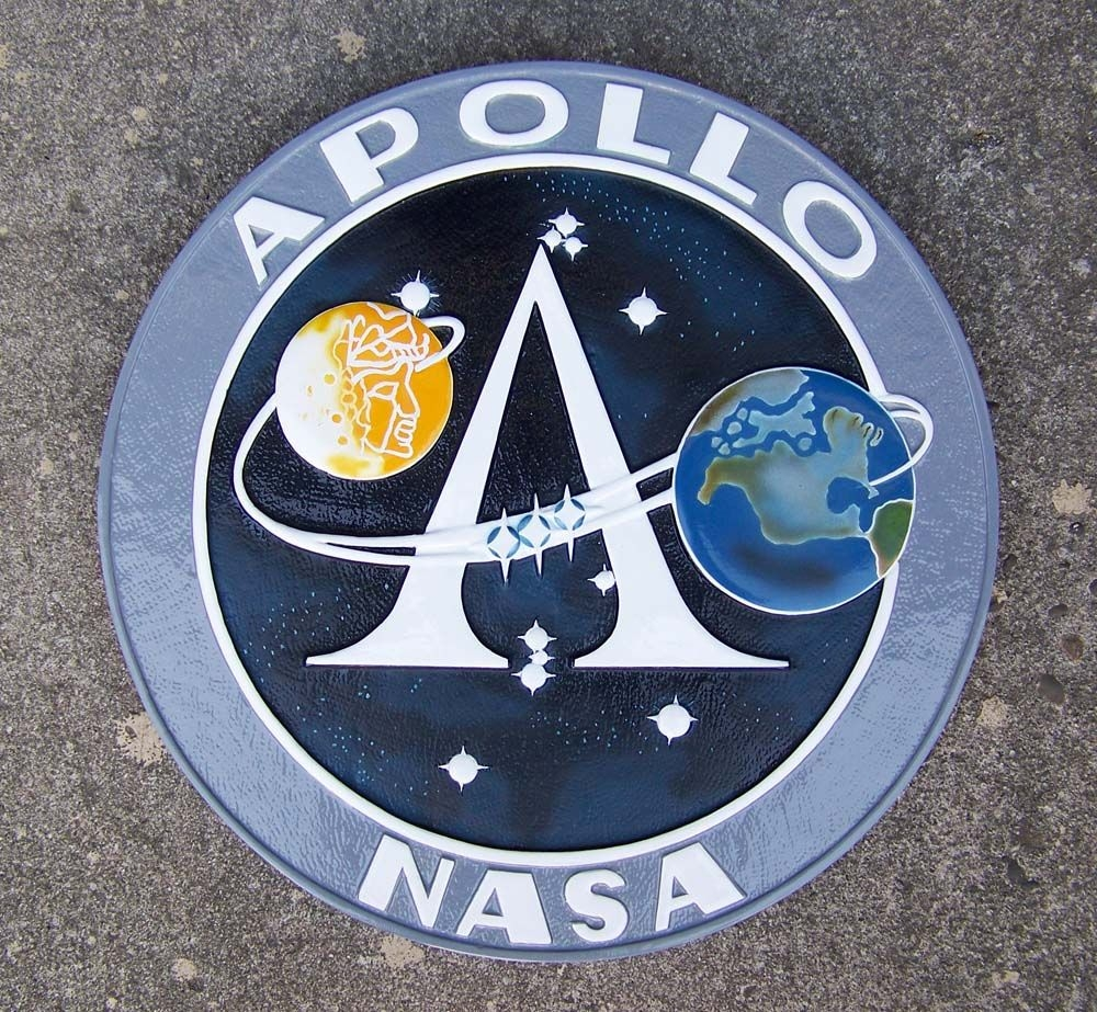 https://i1.wp.com/www.silentthundermodels.com/wall_plaques/images/apollo_program_insignia.jpg