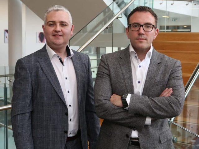 Dans la gauche: les fondateurs d'AuriGen Medical, Tony O'Halloran, directeur de la technologie, et John Thompson, directeur général, à leur bureau de NUI Galway.