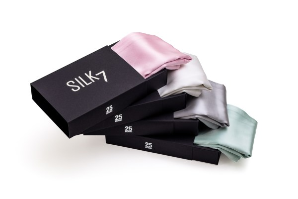 4 pure silk pillowcase stacked