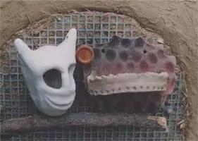 Maske und Seifenablage vor dem Brand