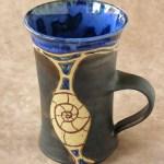 Keramik-Tasse blau-anthrazit mit Nautilusschnecke