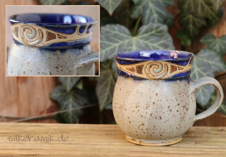 Bauchige Tasse graublau mit Spirale