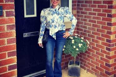 jane-aquilina_pussybow-blouse-in-blue-orchid-print_anne-louise-boutique