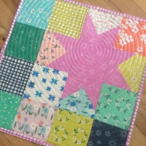 My finishitfridayblogpost featured this daisychainfabric centerpiece windhamfabrics littlepincushionstudio etsyseller etsyshophellip