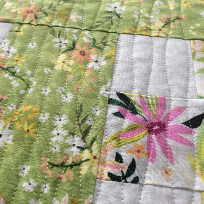 On the homestretch #blushandbloom #quiltmarketprep #izapearl #lovemylife #deadlinesarelooming #nowtobind @izapearldesign @windhamfabrics happy Monday!