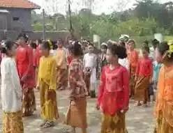 Pakaian wanita adat Jogja