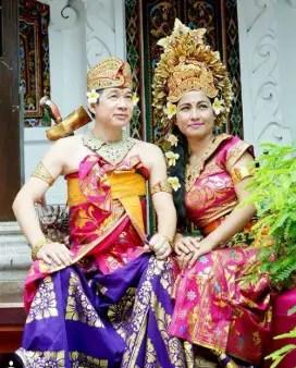 Uraian tentang keunikan pakaian adat Bali dan contohnya