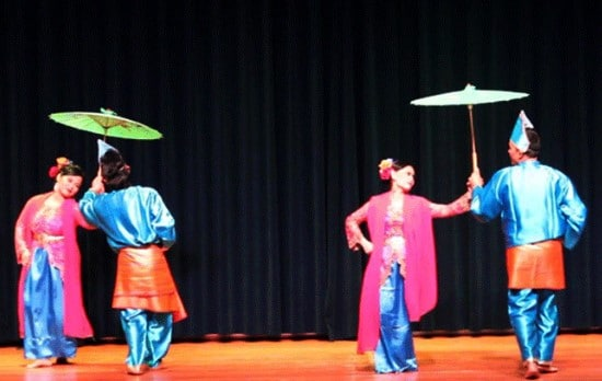 Kenali Tari Payung Sumatera Barat yuk!