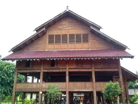 Uraian tentang Rumah Adat Banua Tada dan keterangannya