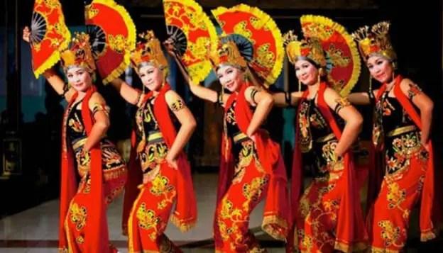 Artikel terkait dengan Tari Gandrung Jawa Timur disertai asal usulnya