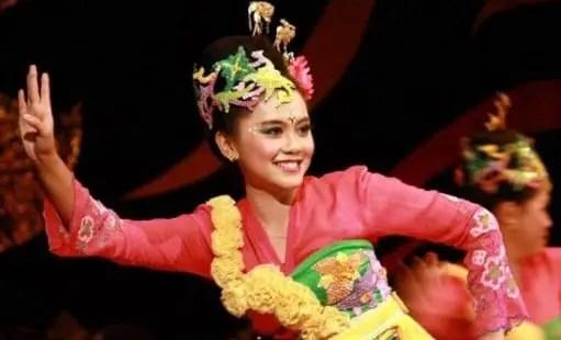 Artikel terkait dengan Tari Ronggeng Jawa Tengah yang memukau