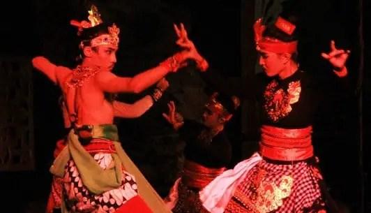 Info terkait dengan Tari Giri Gora Dahuru Daha Jawa Timur dan Sejarahnya yang menarik