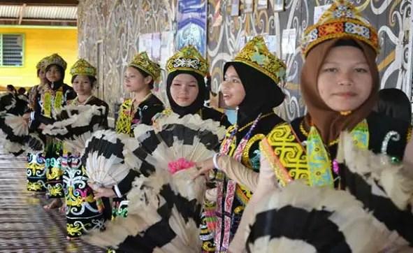 Ulasan mengenai Tari Datun Julud Kalimantan Timur yang unik