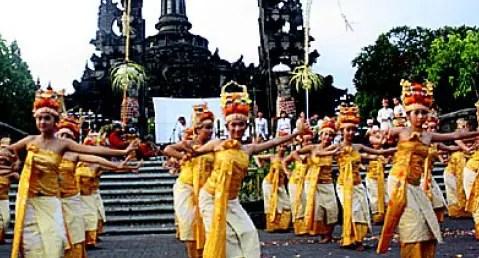 Ulasan mengenai Tari Rejang Tradisional Bali dan penjelasannya