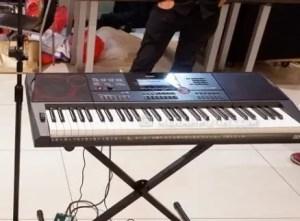 Ulasan terkait dengan alat musik harmonis Kibor atau Keyboard