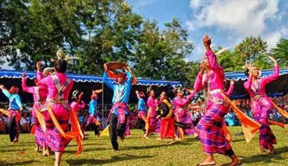 Ulasan terkait dengan Tari Gumatere khas Maluku dan keterangannya