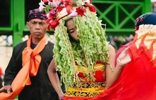 Uraian mengenai Seni Tari Seblang dari Jawa Timur dan ciri khas