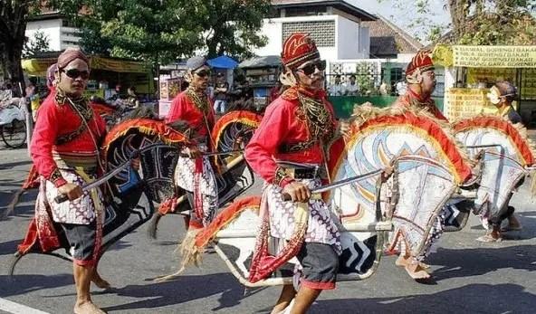Uraian mengenai Tari Jlantur Jawa Tengah yang unik