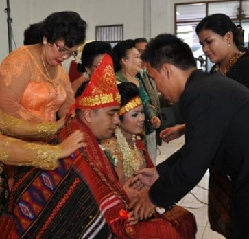 Info terkait dengan Upacara Mangulosi Sumatera Utara yang unik