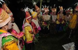 16 Tarian Adat Tradisional Daerah Sulawesi Tengah, Gambar & Keterangan