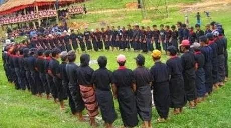 Review mengenai Tari Ma'badong Sulawesi Selatan dan Asal Daerahnya