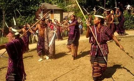 Uraian mengenai Tari Ma'Bundu Sulawesi Barat dan Sejarahnya