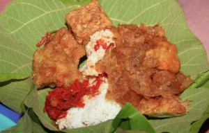 Info terkait dengan Makanan Nasi Jamblang Daun Jati Tradisional Jawa Barat yang enak