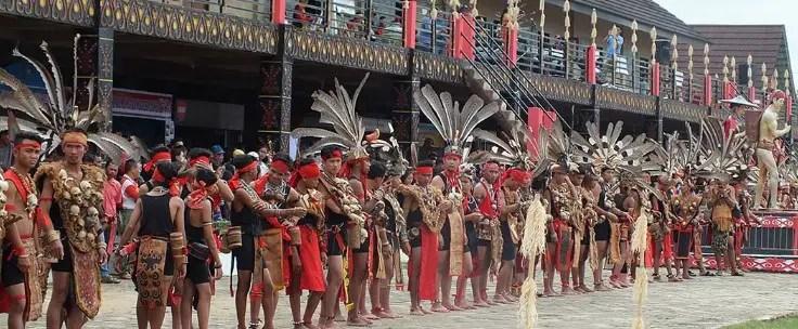 Ulasan terkait dengan Upacara Naik Dango Kalimantan Barat dan Keunikannya