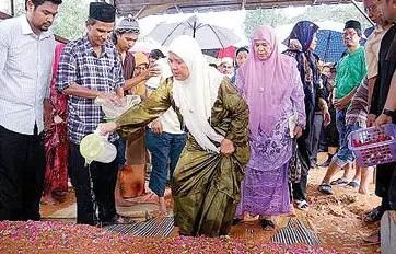Ulasan tentang Tradisi Kematian Melayu dan gambarnya