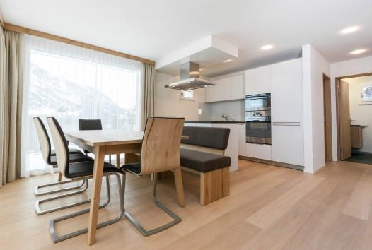 Küche mit Essbereich Wohnung Sils, St. Moritz