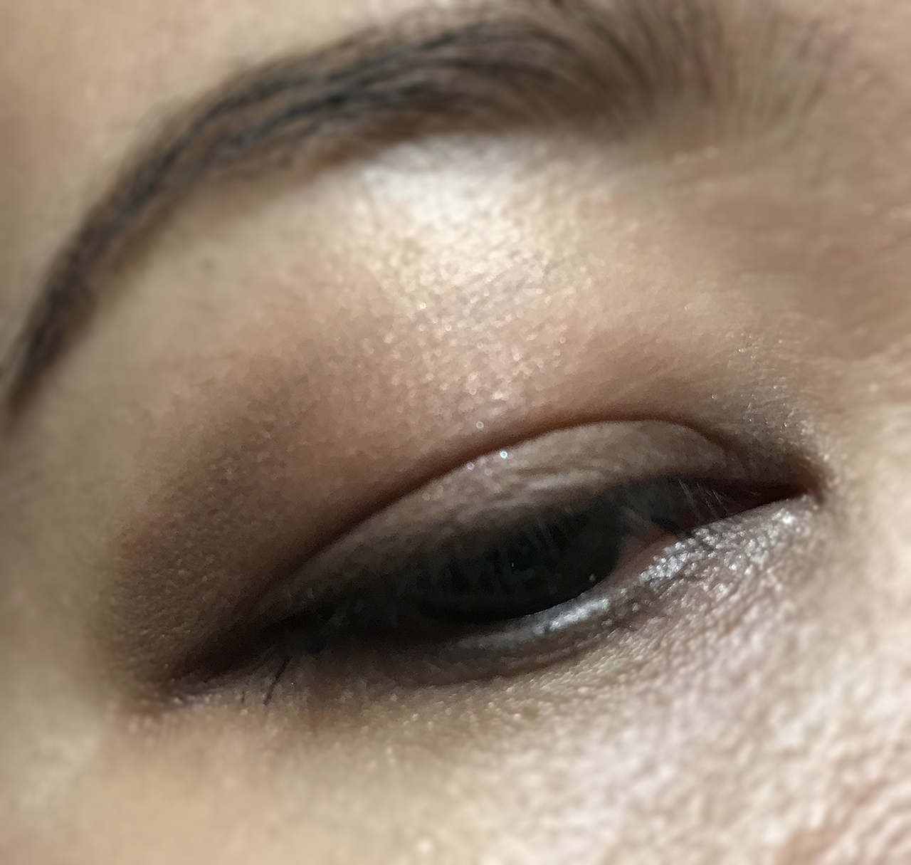 Zoeva The Basic Moment Eyeshadow Palette eye makeup look 1