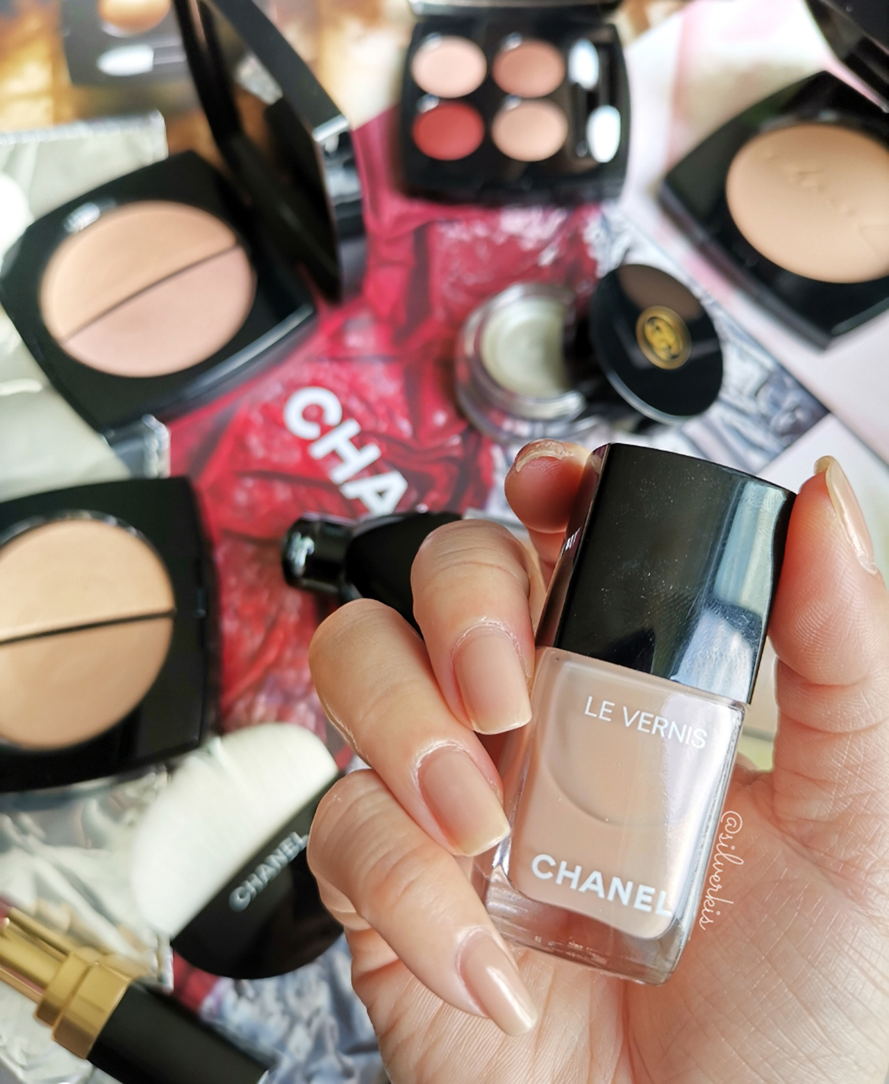 Chanel Le Vernis Afterglow nail swatch