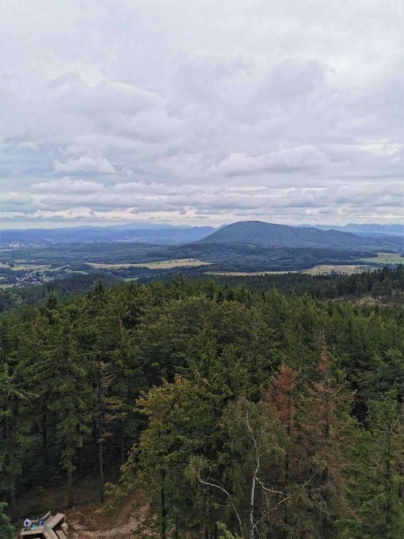 widok z wieży na Trójgarbie, Góry Wałbrzyskie