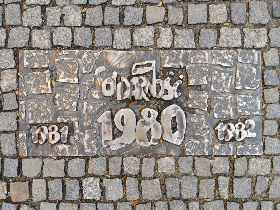Ścieżka historii Wrocławia w chodniku