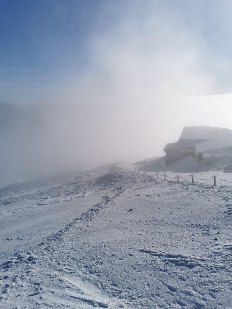 Górna stacja kolejki gondolowej na Śnieżkę