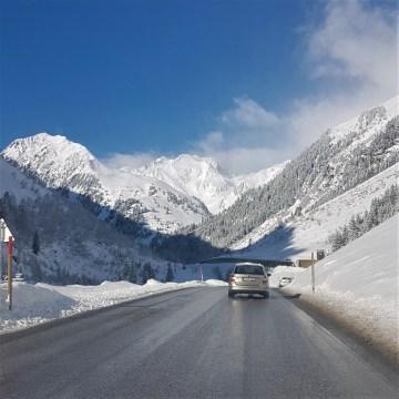 Autem do Austrii: znaki IG-L, Fahrverbote, e-winiety… – o tym warto wiedzieć, gdy jedziesz na narty w Alpy