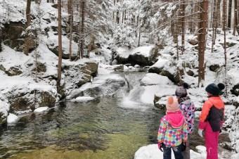 Karkonosze z dziećmi zimą: wodospad Podgórnej i Kaskada Myi