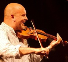 picture of Joe Broughton playing his fiddle