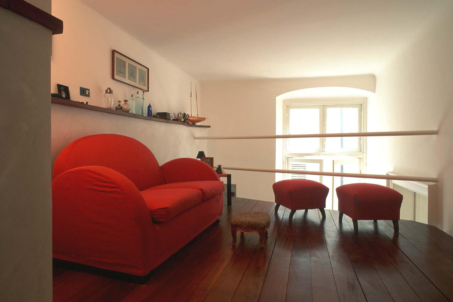 Un soppalco in legno per aumentare lo spazio di casa.