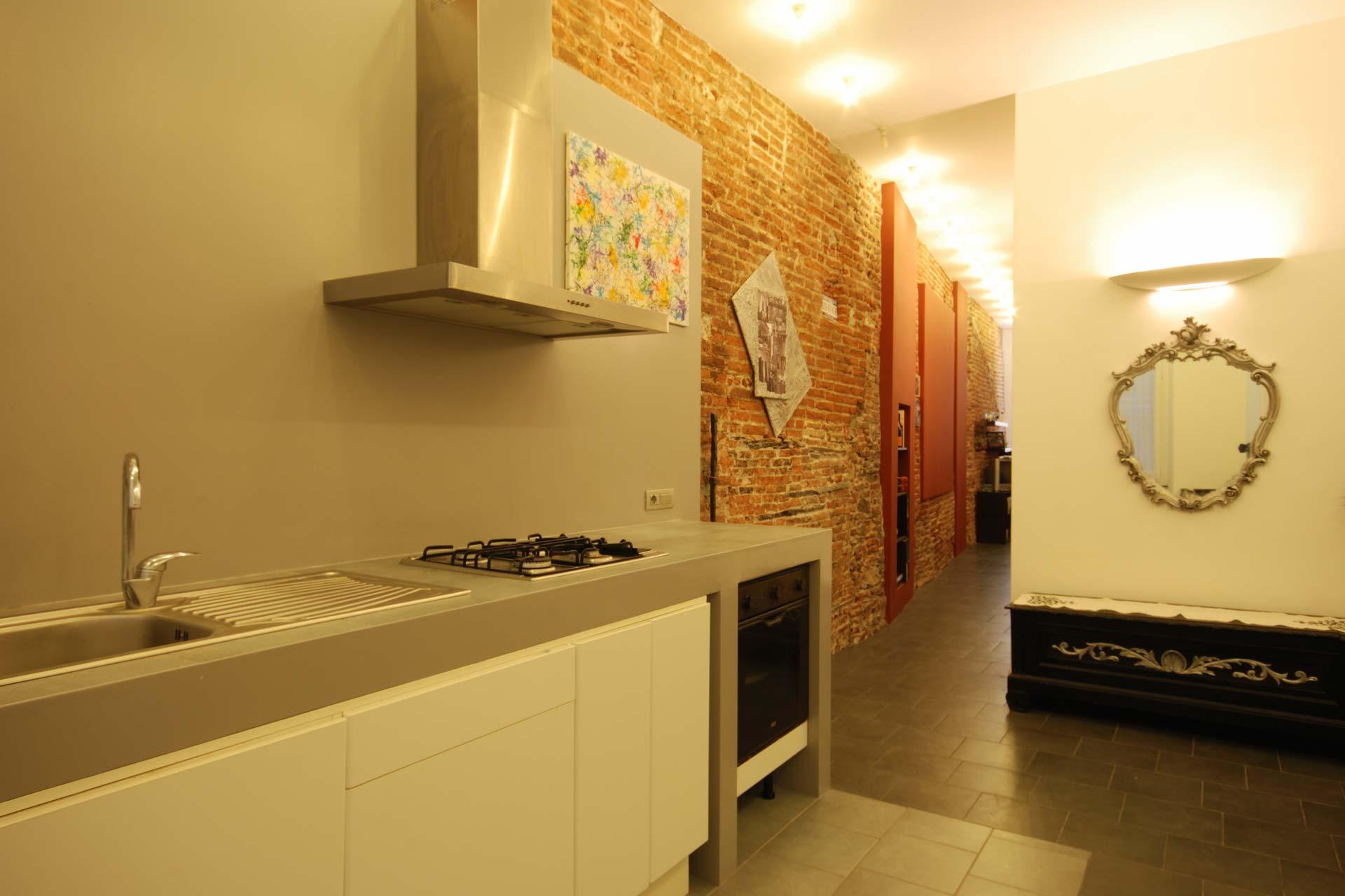 Una casa con i muri in pietra a Genova di Roberto Silvestri Architetto